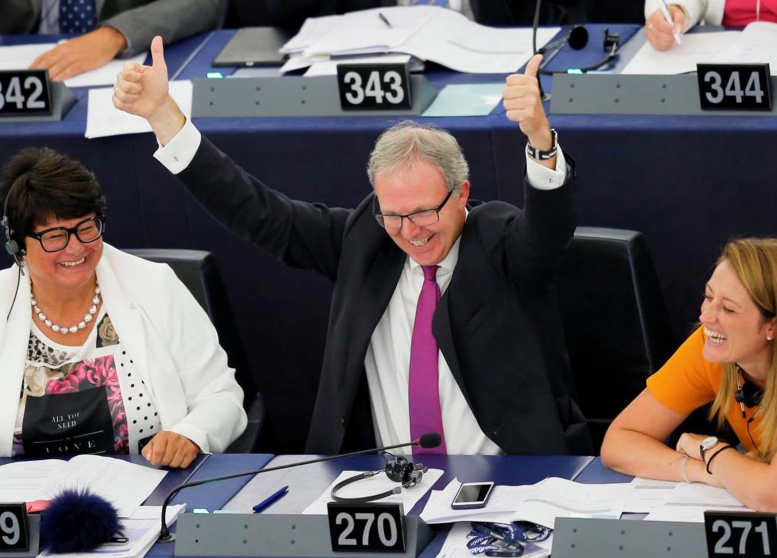 La soddisfazione della comunità europea per una legge sul copyright che forse avvantaggerà le grosse case editrici a discapito delle piccole realtà